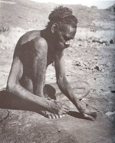 Man grinding ochre to decorate himself. From Nomads of the Australian Desert by Charles P. Aboriginal Man, Aboriginal Education, Indigenous Education, Aboriginal Culture, Indigenous Tribes, Aboriginal People, Australian Desert, Australian People, Australian Aboriginal History