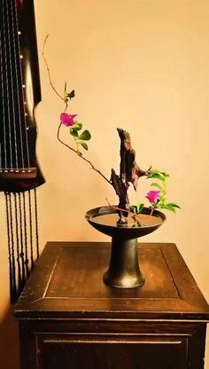 Tropical Floral Arrangements, Large Flower Arrangements, Ikebana Flower Arrangement, Ikebana Arrangements, Flower Vases, Deco Floral, Arte Floral, Arreglos Ikebana, Oriental Flowers