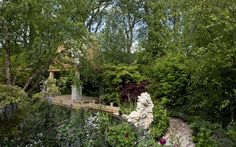 the Chelsea Fower Show is at the top of my bucket list.  Here, the M&G retreat garden designed by Jo Thompson.
