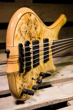 That is some stunning build quality, but having had a couple of Alembics, you do start to get over-protective with those fancy woods - Mayones Comodous 5...K