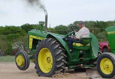Picture Gallery: A John Deere Tractor Pull Extravaganza