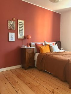 You are in the right place about bedroom color schemes for couples Here we offer you the most beautiful pictures about the bedroom color schemes grey you are looking for. Orange Bedroom Walls, Bedroom Red, Home Bedroom, Modern Bedroom, Bedroom Decor, Pale Pink Bedrooms, Orange Bedrooms, Peaceful Bedroom, Girl Bedrooms