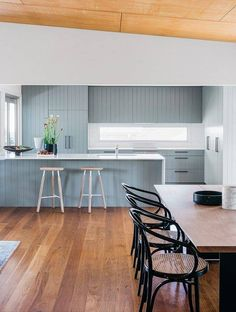 Color Inspiration: Modern kitchen with blue cabinets - Decoration Top Kitchen Rules, Home Decor Kitchen, Interior Design Kitchen, Kitchen Decorations, Decorating Kitchen, Kitchen Taps, Modern Interior, Beach House Kitchens, Home Kitchens