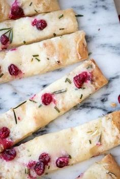 Creamy Cranberry Brie Flatbread recipes appetizers recipes brunch recipes brunch breakfast bake recipes for kids easter recipes easter recipes brunch Holiday Appetizers, Appetizer Recipes, Holiday Recipes, Flatbread Appetizers, Party Appetizers, Flatbread Recipes, Freezable Appetizers, Avacado Appetizers, Prociutto Appetizers