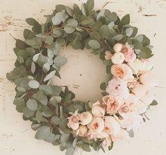 Eukalyptus und Pfingstrosen Eucalyptus and peonies Deco Floral, Arte Floral, Decor Crafts, Diy Home Decor, Diy Crafts, Wood Crafts, Room Decor, Wedding Wreaths, Wedding Flowers