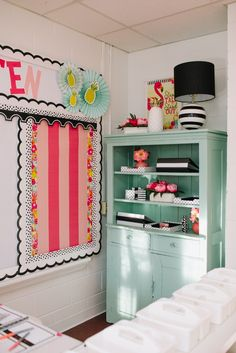 This bright and cheery classroom makeover will have your students engaged and happy all day.  The colorful patterns and unique cut outs in the Simply Stylish Tropical Collection are just stunning.  Don't forget the pineapple door topper! #classroomdecor #classroomdecoration #backtoschool #aussieteachers #tropicalthemeclassroom #aussieteachertribe #australiateacher #nzteacher Kindergarten Classroom Decor, Classroom Freebies, Middle School Classroom, First Grade Classroom, Future Classroom, Classroom Themes, Classroom Organization, Classroom Color Scheme, Parents Room