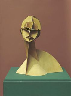 NAUM GABO Konstruktiver Kopf Nr.1  1915 (Rekonstruktion 1985)  Dreifach geschichtetes Sperrholz  Inv. Nr. St. P 439  54 cm