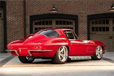 1963 Chevrolet Split Window Corvette Custom Coupe Resto Mod For Sale Scottsdale Auction - Barrett-Jackson Auction Company - World's Greatest Collector Car Auctions Classic Corvette, Chevrolet Corvette Stingray, Gas Monkey Garage, Best Muscle Cars, Us Cars, Pontiac Gto, Collector Cars, Motor Car, Concept Cars