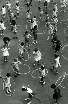 Dorcas Street State School in South Melbourne practising the hula hoop in Image: HWT archive. What life was like in Melbourne in the Black White Photos, Black And White Photography, Street Photography, Art Photography, Fitness Photography, Aerial Photography, Jolie Photo, Vintage Photographs, Vintage Images