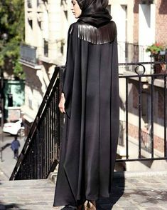 in for the Paris Fashion Week ! Iranian Women Fashion, Arab Fashion, Muslim Fashion, Modest Fashion, Fashion Dresses, Sporty Fashion, Fashion Women, Hijab Dress, Hijab Outfit