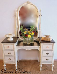 I am hoping that this is what my 'desk' {antique vanity} looks like when I am done...minus the mirror {fingers crossed}