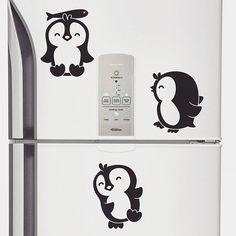 Os pinguins de geladeira mais fofos que você respeita são esses do nosso novo Adesivo Pinguins. 🐧💕 Link da loja online aqui no nosso perfil.    #DivirtaSeDecorando #adesivosdeparede #adesivodeparede #parede #adesivodecorativo #decor #decoração #designdeinteriores #decorefacil #ideiascriativas #casa #casamento #instadecor #apartamento #diy #homedecor #presentecriativo #ideiasdecoracao #inspiracao #cozinha #geladeira #homeoffice #diariodereforma #arquitetura #inspiracao #pinguimdegeladeira…