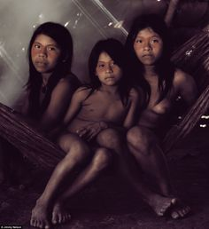 Bameno Village, Cononaco River, Ecuador, 2011 - by Jimmy Nelson Tribes Of The World, We Are The World, People Around The World, Ecuador, Martin Schoeller, Jimmy Nelson, Amazon Tribe, Exposition Photo, Xingu