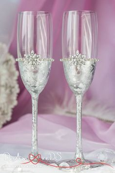 Snowflake champagne flutes winter wedding toasting por DiAmoreDS