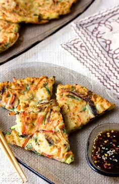 Easy Korean Pancakes - Pajun (Pajeon) with Spicy Soy Dipping.- Easy Korean Pancakes – Pajun (Pajeon) with Spicy Soy Dipping Sauce Vegetarian Recipes, Cooking Recipes, Healthy Recipes, Pancake Recipes, Vegetarian Pizza, Cooking Pork, Cooking Wine, Dip Recipes, Easy Recipes