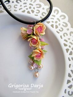 Photo Polymer Clay Flowers, Polymer Clay Jewelry, Clay Jar, Biscuit, Fabric Ornaments, Cute Clay, Polymer Clay Projects, Clay Tutorials, Clay Charms