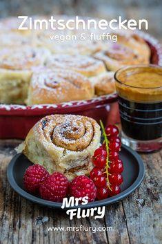Vegane Zimtschnecken - einfach, fluffig und gelingsicher! Mrs Flury Hefe-Zimtschnecken, Hefeteig einfache Zimtschnecken, vegan backen, Basis Rezept, einfach backen, gesunde Zimtschnecken #zimtschnecken #backen #gesundbacken #vegan #mrsflury Baking Recipes, Healthy Recipes, Happy Vegan, Sweet Bakery, Sweets Cake, Vegan Sweets, Original Recipe, Nom Nom, Toast