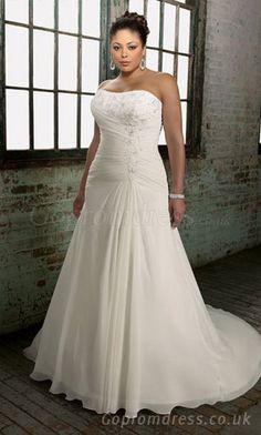 Plus size #weddingdress - Find more like this at http://www.myweddingconcierge.com.au