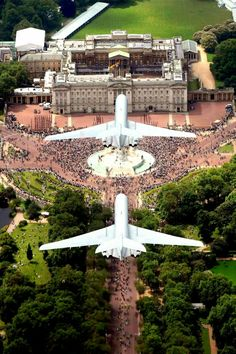 VC-10 over the Palace
