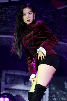 So daMn sexyyy Red Velvet アイリーン, Red Velvet Irene, Seulgi, Kpop Girls, Kpop Girl Groups, Red Valvet, Peek A Boo, Stage Outfits, These Girls