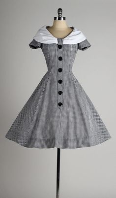 Vintage 1950s dress ~ Gorgeous black gingham cotton with Peter Pan collar