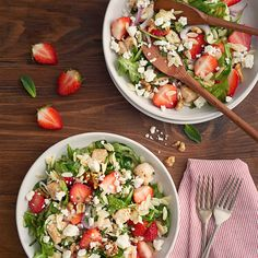 Salade d'orzo, poulet, Feta et fraises - Woolwich Dairy Vegetarian Recipes Easy, Cooking Recipes, Healthy Recipes, Cheese Recipes, Keto Recipes, Dinner Recipes, Saputo Cheese, Spinach Salad Recipes, Cold Meals