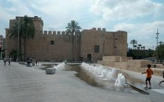 Did you visit Alcázar de la Señoría square in Elche (Spain)? So, you can share with us the experience of walking on our Gris Pulpis...