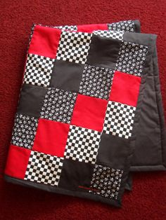 Alright friends, I'm testing out my beginner quilting skills on a pattern like this, checkers!