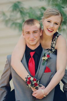 Prom picture ideas - couple photography - outdoor photo - natural lighting - homecoming - formal wear - Kansas City area photography