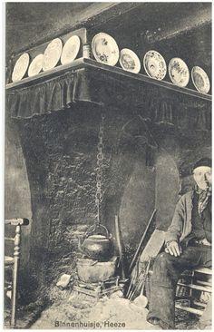 Het koken van het water boven het vuur in de haard - 1895 #Heeze NoordBrabant