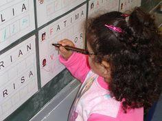 LA CLASE DE MIREN: mis experiencias en el aula: Proyecto EL NOMBRE (3 años) Class Projects, School Projects, Small Group Reading, Alphabet, Preschool Education, Lets Do It, Creative Teaching, Interactive Notebooks, Small Groups