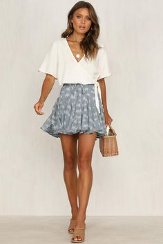 latest spring outfits ideas for women to try now 5 ~ my.me latest spring outfits ideas for w. Mode Outfits, Trendy Outfits, Fashion Outfits, Rush Outfits, Skirt Fashion, Fashion Clothes, Ddlg Outfits, Fashion Ideas, Simple Outfits