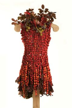 Dresses Made Entirely From Leaves, Flowers - DesignTAXI.com