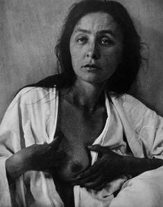 Portrait of Georgia O'Keeffe by Alfred Stieglitz, 1918 #GeorgiaOKeeffe #AlfredStieglitz #Art #Photography #Artists #Painters #PhotoPortraits #BlackAndWhite #BlackAndWhitePortraits