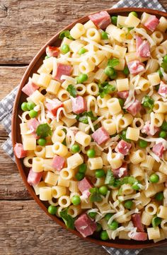 There are few dishes that contain the essence of a specific season, and pasta salads are one that belong to summer. Check out these pasta salad recipes! Chicken Caesar Pasta Salad, Best Pasta Salad, Summer Pasta Salad, Pasta Salad Recipes, Summer Salads, Tuna Pasta, Crab Salad, Shrimp Pasta, Caesar Salad
