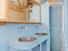 Časopis Dřevo&Stavby 4/2012 | Dřevostavby, časopis o bydlení - DřevoStavby Tadelakt, Sink, Home Decor, Sink Tops, Vessel Sink, Decoration Home, Room Decor, Vanity Basin, Sinks