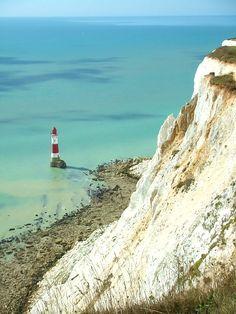 Klippen, Meer & Leuchtturm bei Beachy Head / Artikel in meinem Reiseblog: Südengland - ein Roadtrip an der Küste. Eine Woche lang waren wir im Auto von Köln über Dover, Rye und Beachy Head nach Brighton unterwegs.