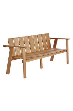 Luta dig tillbaka i en stilren soffa i massiv ek som passar lika bra till matbordet på altanen som till din gröna oas på balkongen. Material: Trä. Storlek: Höjd 75 cm, bredd 162 cm, djup 60 cm, sitthöjd 41 cm. Beskrivning: Soffa av massiv ek. Viss montering krävs. Monteringsanvisning medföljer. Tips/råd: Ta hand om dina möbler så håller de bättre. Vi rekommenderar att olja in möblerna 2 gånger per år. Tvätta möblerna med såpa eller diskmedel (ej med högtryckstvätt) innan de oljas in.