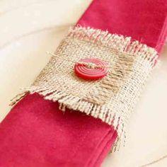 table de Noël avec rond de serviette en toile de jute et bouton