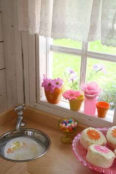 I loce the idea of a bowl as a sink and a tap that doesn't have water. Inside Playhouse, Playhouse Decor, Playhouse Interior, Girls Playhouse, Backyard Playhouse, Build A Playhouse, Outdoor Playhouses, Playhouse Ideas, Cubby Houses