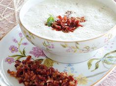 Sopa de melón con polvo de jamón y reducción de vinagre balsámico