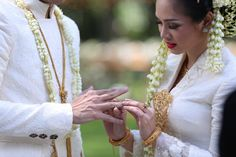 andien aisyah ippe wedding lembang bandung hutan pinus the bride dept Javanese Wedding, Indonesian Wedding, Nikah Ceremony, Akad Nikah, Dream Wedding, Wedding Dreams, Kebaya, Traditional Wedding, Videography