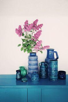 Coleção de vasos azuis
