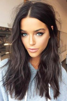 50 Amazing Shoulder Length Hairstyles for 2019 blue eyes makeup + beauty + brunette + medium length hair cut – Farbige Haare Messy Hairstyles, Straight Hairstyles, Unique Hairstyles, Amazing Hairstyles, Long Dark Hairstyles, Medium Brunette Hairstyles, Hairstyles Videos, Winter Hairstyles, Wedding Hairstyles
