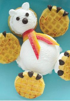 Use Eggo Waffles, ice cream, chocolate chips and more to create this cute Polar Bear - what a fun treat for a snow day!