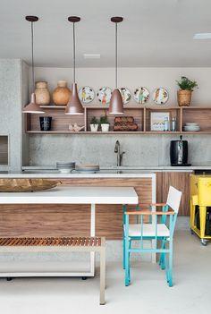 Casa de 700 m² no Rio de Janeiro tem decoração colorida e descontraída