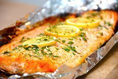 Honey marinated salmon for barbecue and oven- Honningmarineret laks til grill og ovn Honey marinated salmon for barbecue and oven - Quick Easy Vegan, Marinated Salmon, Shellfish Recipes, Barbecue Recipes, Laksa, Fish Dishes, Fish And Seafood, Salmon Recipes, Food Preparation