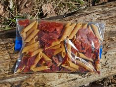 Freezer bag cooking recipes that allow you to prepare quick, easy and no-cleanup meals on the trail. Dehydrated Backpacking Meals, Backpacking Food, Dehydrated Food, Camping Meals, Camping Stuff, Tent Camping, Freezer Bag Meals, Quick Meals, No Cook Meals