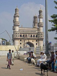 Los visitantes de la mezquita Mecca Masjid en Hyderabad, Telangana, India, Asia