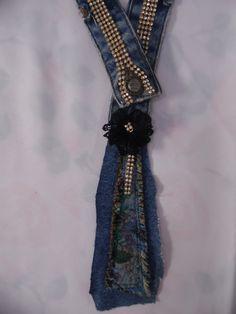 Detalhe do colar em Jeans